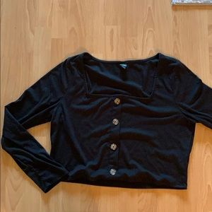 Cropped long sleeve top.